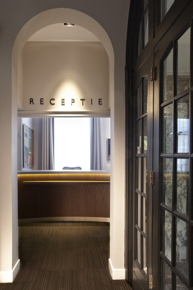 Interieurfoto kantoor Schaap Rotterdam - klassieke receptie naast de entree