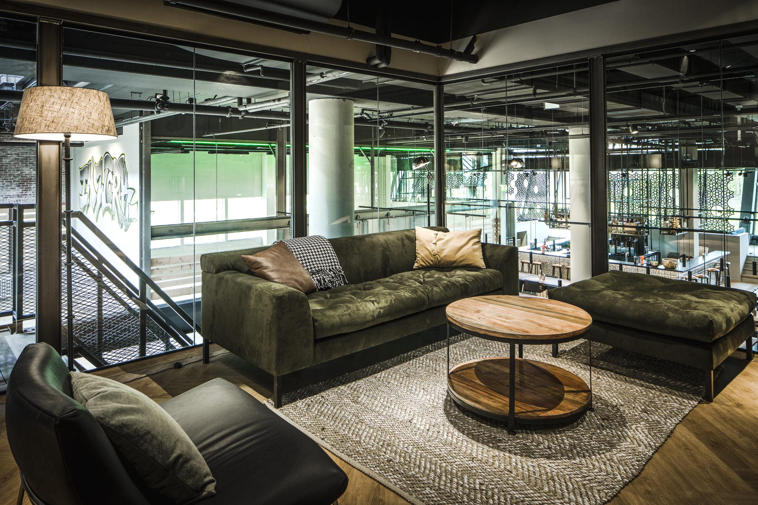 Interieur foto kantoor Amsterdam - van een interview kamer op de entresol van Inwork