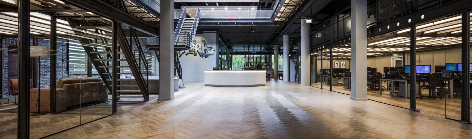 Interieurfoto gebouwtransformatie Inwork Amsterdam - interieur van de centrale hal / vide